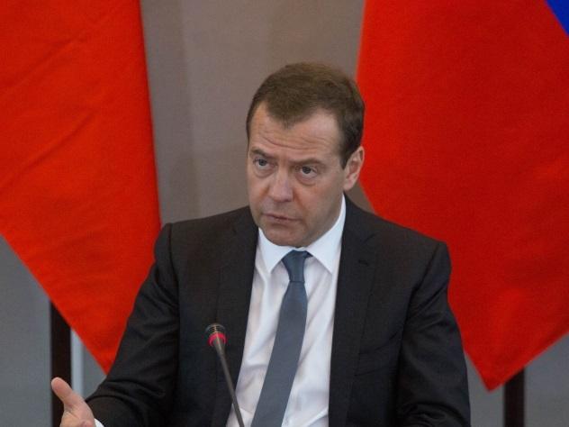 Бизнес наалкоголесодержащих жидкостях вытесняет изоборота стандартный спирт — Медведев