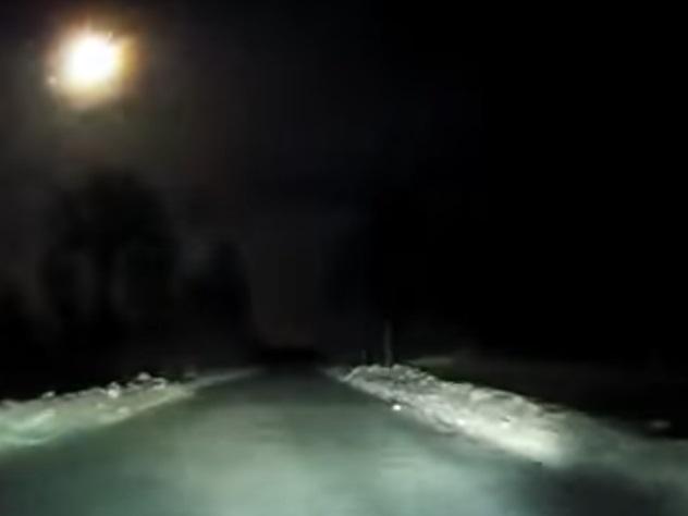 Полет метеора над Архангельском попал в объектив видеорегистратора