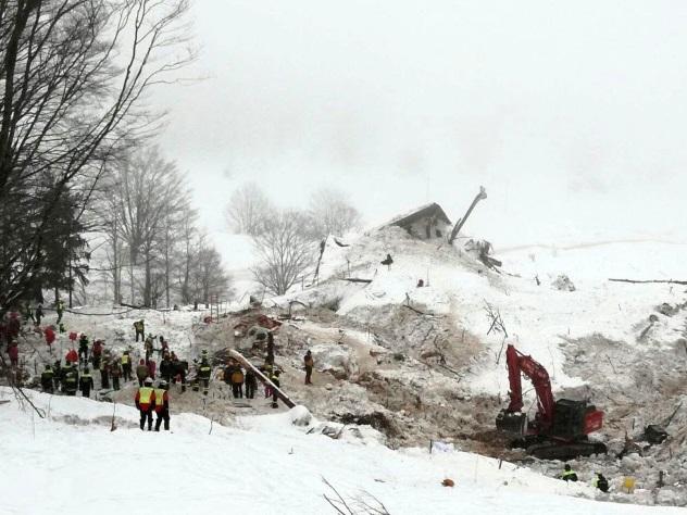 Смертоносная лавина вИталии: cотрудники экстренных служб закончили раскопки— тела всех замерзших жертв найдены