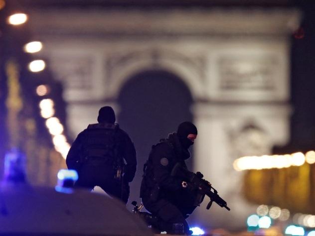 Подозреваемый в теракте в Париже пришел в полицию