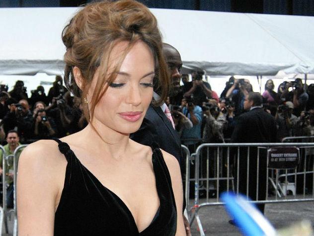 Анджелина Джоли будет матерью седьмого ребенка