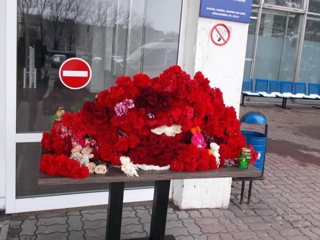 Скандал в Ростове: тонны роз и гвоздик вывезли на свалку на следующий день после траура