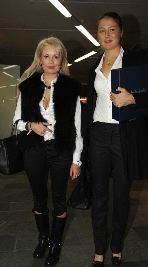 После вечеринки Настя уехала вместе с сестрой Марата Динарой. Фото KP.PU