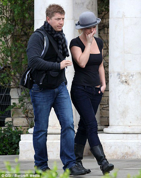 Бритни СПИРС и её шляпка