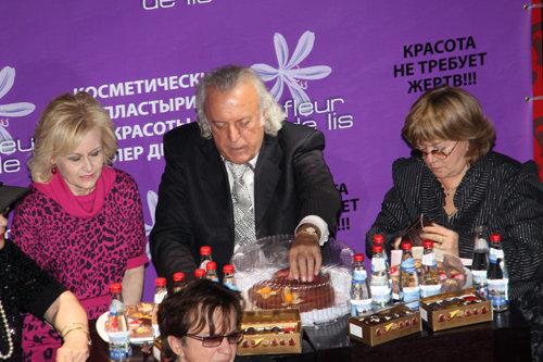 Члены жюри - Илья РЕЗНИК и Дарья ДОНЦОВА