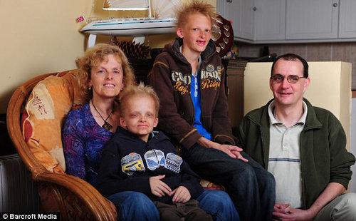 Саймон и Джордж с родителями