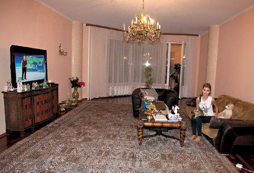 Гостиную звезды украшает винтажная мебель первой четверти XX века
