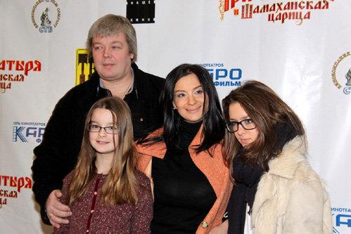 Александр и Екатерина СТРИЖЕНОВЫ с детьми