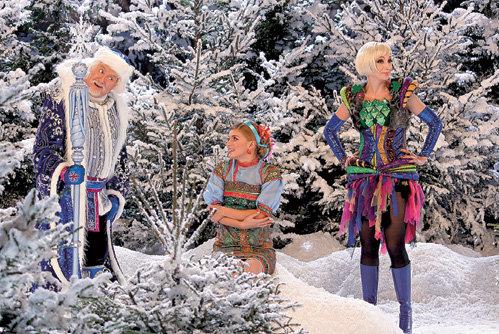 В волшебном лесу Настенька (ЗАДОРОЖНАЯ) повстречала Морозко (СТОЯНОВ) и Бабу Я (ОРБАКАЙТЕ)