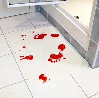 Забыв стереть следы крови...