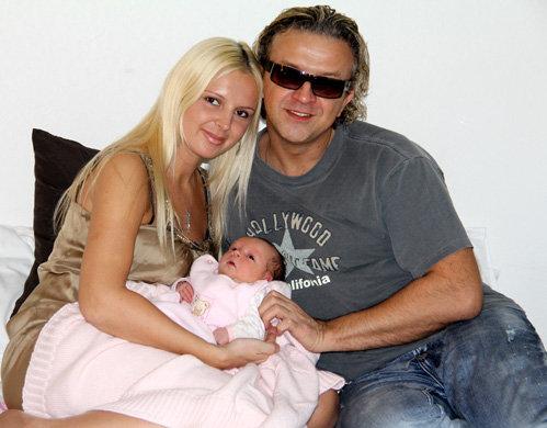 Рома ЖУКОВ с женой Еленой и дочкой Софией Викторией