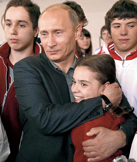 Когда Владимир ПУТИН приезжал в ЦСКА, то не удержался и по-отечески обнял чемпионку