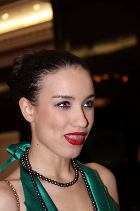 Для выходов в свет певица предпочитает яркий макияж. Фото Бориса КУДРЯВОВА