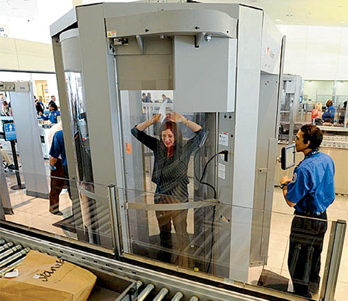 Американские специалисты мечтают создать сканер, который просветит не только одежду, но и прочитает мысли. Разработки ведутся в специально созданной для этого лаборатории «WeCU Technologies»