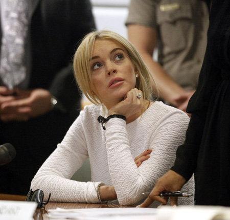 Актриса откровенно скучала, видимо, надеясь, что адвокат отмажет её и в этот раз