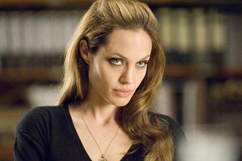 А вот Анджелина ДЖОЛИ актёра совсем не взволновала