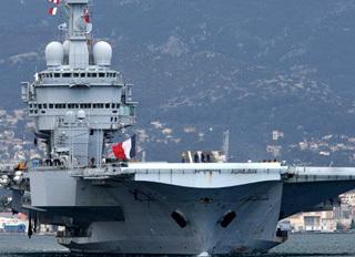 Метким выстрелом с французского корабля у берегов Ливии была потоплена лодка, в которой 14 семей пытались покинуть зону натовских бомбежек. Никто не выжил