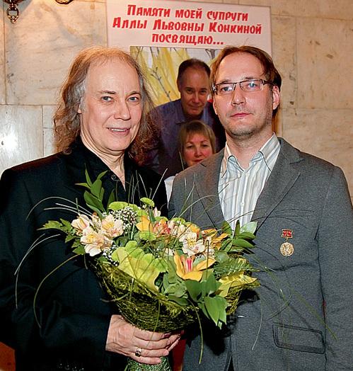 Ярослав в знак примирения вручил отцу большой букет