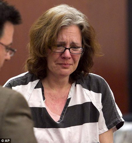 На скамье подсудимых Сюзан БРОК рыдала и каялась в содеянном
