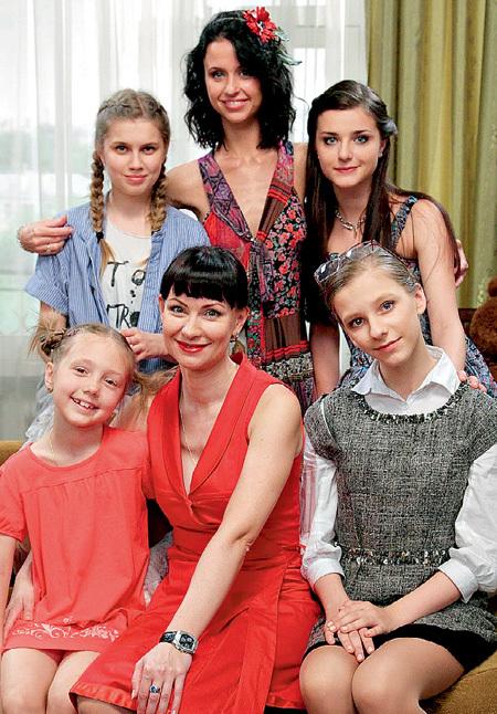 Экранных дочек актриса обожает как родных