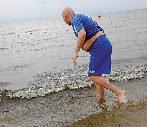 На рассвете Иосиф ПРИГОЖИН приходил к Рижскому заливу и, пока никто не видит, искал янтарь