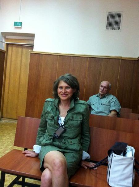 Александр ПОРОХОВЩИКОВ с женой Ириной в суде
