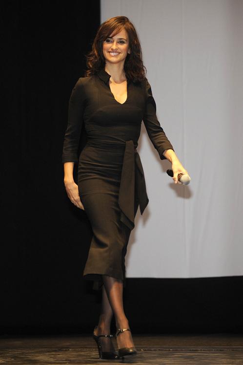 Звезда похудела, и ее черное платье это подчеркнуло. Фото: Splash/All Over Press