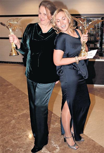 Надежда МАРКИНА и Дарья ЕКАМАСОВА получили «Нику» за лучшие женские роли. Так хорошо убогость русских женщин иностранным актрисам ни за что не сыграть