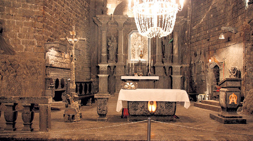 В соляных копях Велички можно исцелить не только тело, но и душу - в подземном храме, где все, даже люстра, сделано из соли