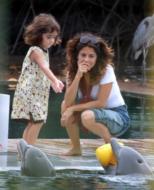 Сальма и Валентина в дельфинариуме Майами.