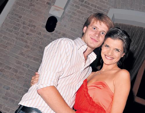 С бизнесменом Павлом БАШНИНЫМ актриса познакомилась в 2001 году на вечеринке у общего друга