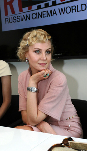 Для презентации своего фильма Рената выбрала элегантное бледно-розовое платье