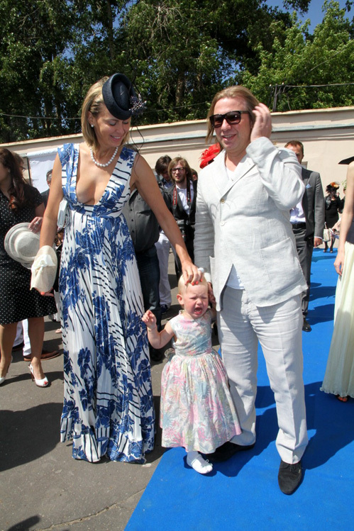 Виктор ДРОБЫШ с женой и дочкой