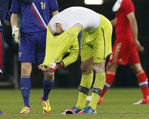 ...чешская сборная уныло покидала поле. Фото: Reuters.