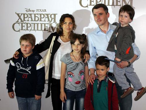 Екатерина КЛИМОВА и Игорь ПЕТРЕНКО с детьми