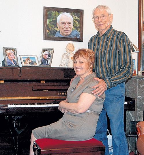 С четвёртой женой, пианисткой Светланой, композитор счастлив и по сей день