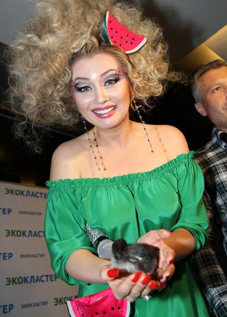 Лена ЛЕНИНА станет банкиршей (фото Бориса КУДРЯВОВА)