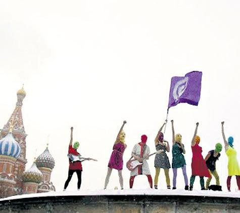 Январь 2012 г. «Pussy Riot»: Лобное место. Спели песню про ПУТИНА