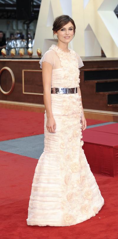 На премьере в Лондоне Кира появилась в платье от Chanel.