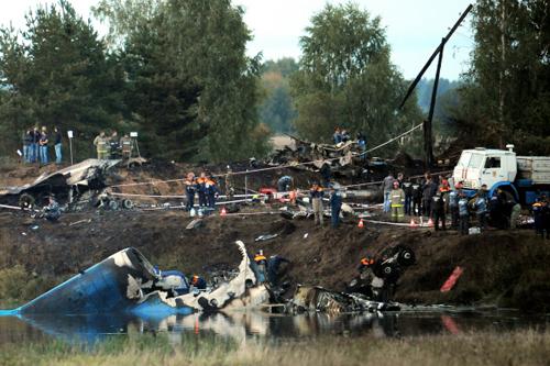 Самолет Як-42, на борту которого находился основной состав хоккейной команды «Локомотив», потерпел крушение в районе населенного пункта Туношна. Фото РИА
