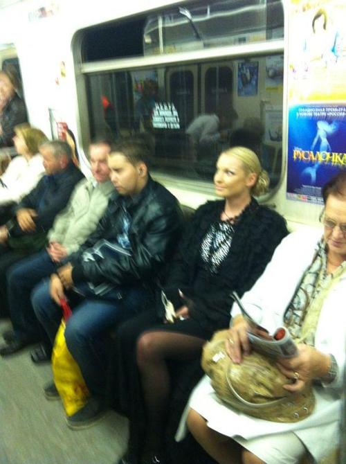 Анастасия ВОЛОЧКОВА проехалась в московском метро впервые за 12 лет (фото из Твиттера балерины).