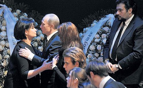 Президент России Владимир ПУТИН принёс свои соболезнования семье великой певицы (с Ольгой РОСТРОПОВИЧ)