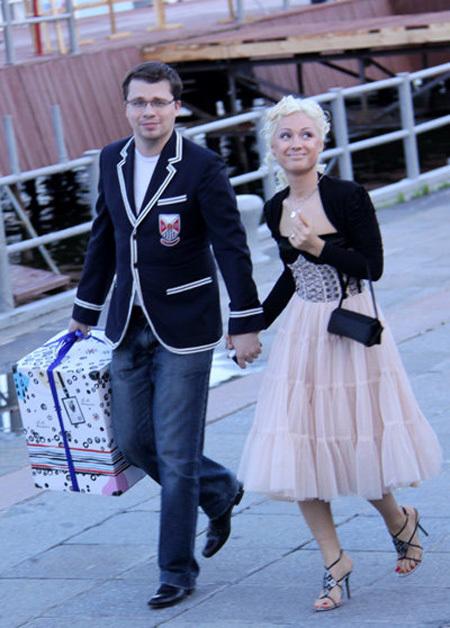 Гарик ХАРЛАМОВ с женой Юлей (фото Бориса КУДРЯВОВА)