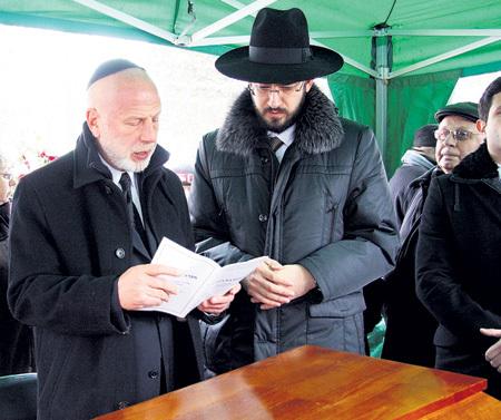 На похороны из США прилетел его сын - пианист и дирижёр Владимир ФЕЛЬЦМАН (слева)