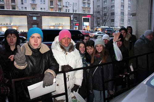 К фанатам, прождавшим актёра 12 часов и приехавших из других городов, Арнольд так и не вышел