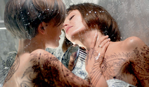 Предпоследний фильм ДЫХОВИЧНОГО «Вдох-выдох» обвинили в пропаганде «розовой» любви: сцена секса в душе героинь Ольги ДЫХОВИЧНОЙ и Екатерины ВОЛКОВОЙ потрясла даже самых раскованных зрителей