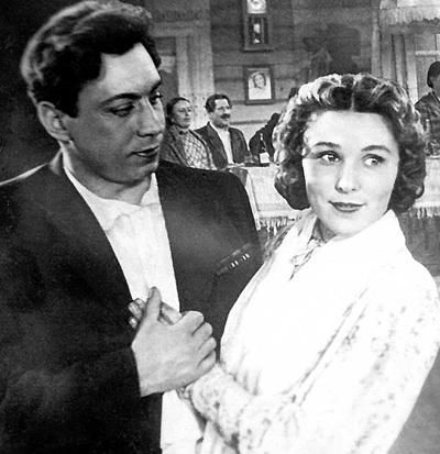 В фильме «Свадьба с приданым» Володя и Вера сыграли жениха и невесту, а по-настоящему поженились лишь спустя лет шесть (1953 г.)