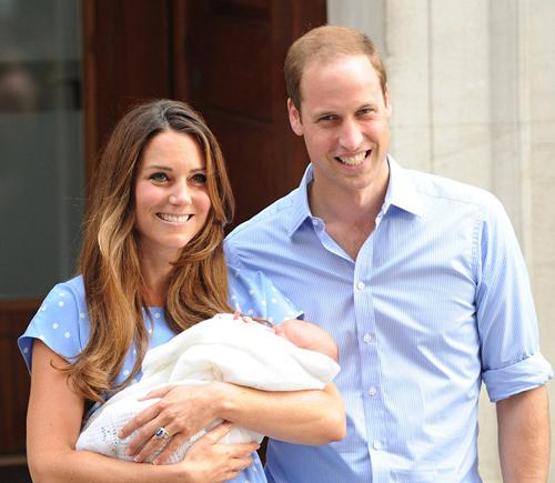 Принц УИЛЬЯМ и Кейт МИДДЛТОН выходят из госпиталя Святой Марии с новорожденным сыном на руках (фото Daily Mail)