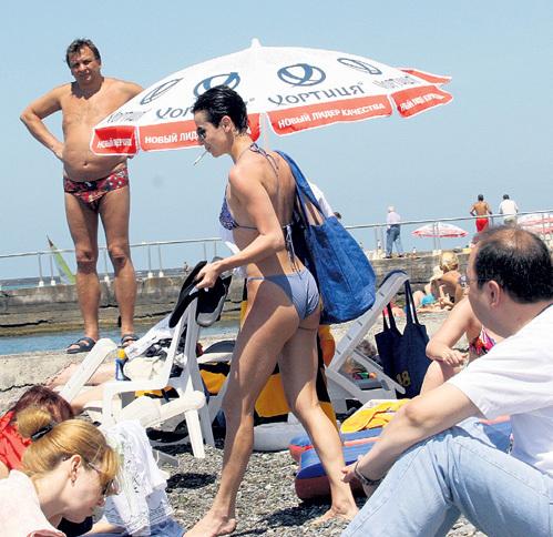 На пляже на актрису засматриваются мужчины: в свои 47 лет Ирина сохранила спортивную форму