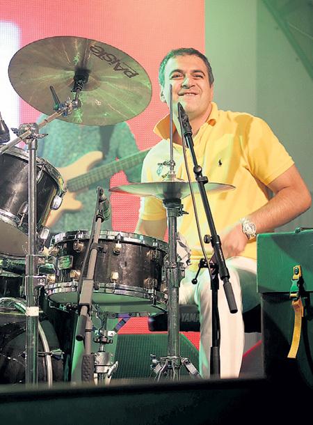 Гарик поразил публику музыкальным талантом